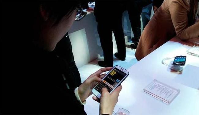Samsung S4 foi lançado em março, em um megaevento em Nova Iorque - Foto: Bruno Porciuncula   Ag. A TARDE