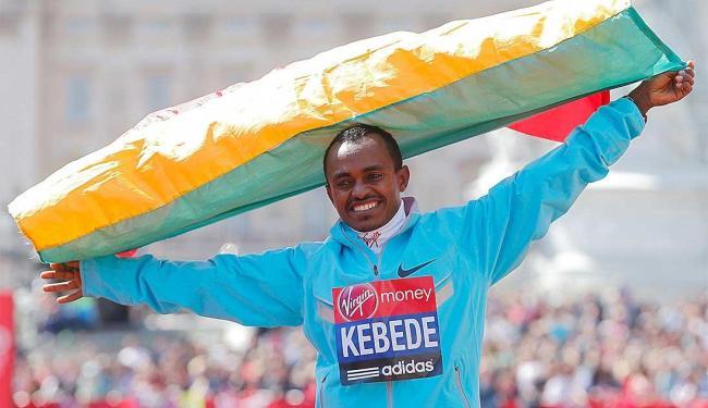 Kebede marcou o tempo de 2 horas, 6 minutos e 15 segundos, repetindo a vitória de 2010 em Londres - Foto: Agência Reuters