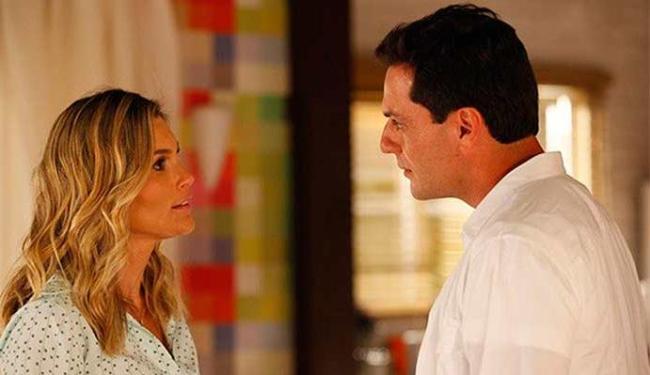 Érica conta para Theo que Morena deixou Jéssica com ela - Foto: Divulgação