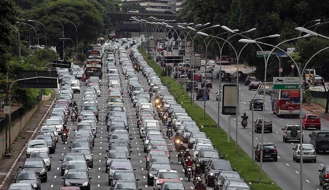 Qualidade do combustível dos automóveis influi nos níveis da poluição por ozônio - Foto: Evelson de Freitas   Agência Estado