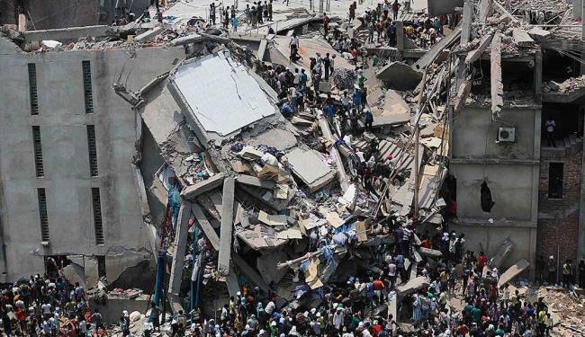 Além dos mortos, muitas pessoas ficaram presas nos escombros - Foto: Agência Reuters