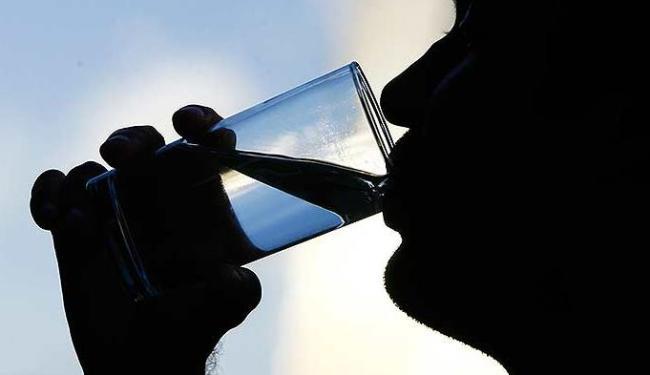Beber oito copos de água por dia é o mínimo recomendável - Foto: Fernando Vivas | Ag. A TARDE