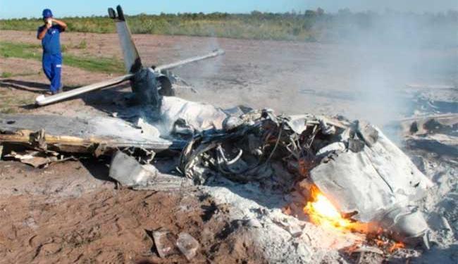 Avião pegou fogo após queda - Foto: Carlos Alberto Sampaio | Jornal O Expresso