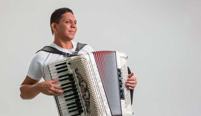 Targino Gondim também vai cantar músicas autorais - Foto: Divulgação