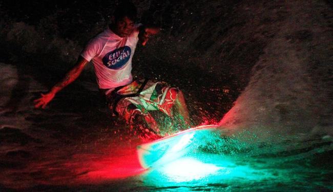 Prancha led permite mudança de cores por controle remoto - Foto: Clemente Coutinho | Divulgação