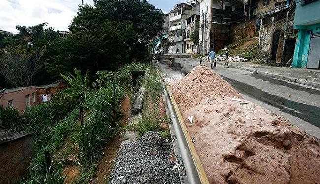 Segundo a Codesal, cidade tem 600 áreas de risco. Em 2004, eram 433 - Foto: Raul Spinassé | Ag. A TARDE