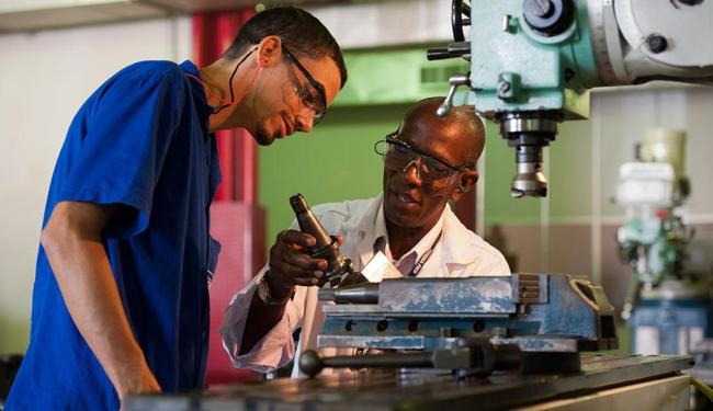 Laboratórios da entidade são conhecidos pela qualidade; na foto, o de de usinagem - Foto: João Alvarez | Sistema FIEB | Divulgação