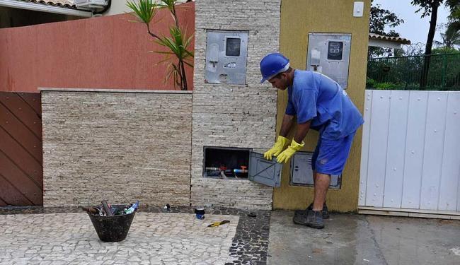 Técnicos detectam fraudes em ligações de água - Foto: Divulgação