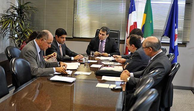 Prefeito Neto e procurador Wellington Lima e Silva aguardarão parecer do relator Edivaldo Rotondano - Foto: Humberto Filho l Ascom-MP