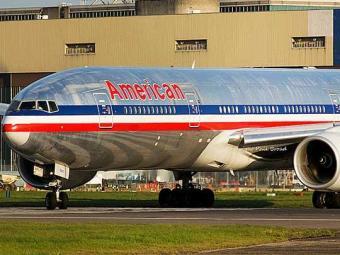 Modelo do boeing 777-200 da American Airlines no qual os brasileiros estavam - Foto: Divulgação