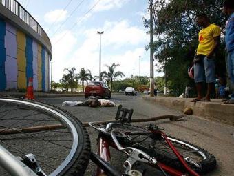 Das 249 mortes no trânsito de Salvador registradas em 2012, 117 foram por atropelamento - Foto: Iracem Chequer | Ag. A TARDE 19.02.2010