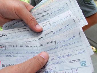 No Nordeste, o número de cheques compensados diminuiu 16% no ano passado em relação a 2011 - Foto: Joá Souza | Ag. A TARDE | Arquivo