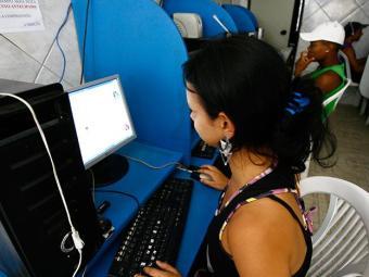 Em 2011, 37,7% dos baianos tinham acesso à internet - Foto: Haroldo Abrantes | Ag. A TARDE 09.10.2008