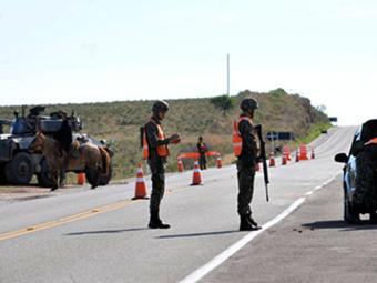 Cerca de 25 mil militares participam da operação - Foto: Felipe Barra | Ministério da Defesa