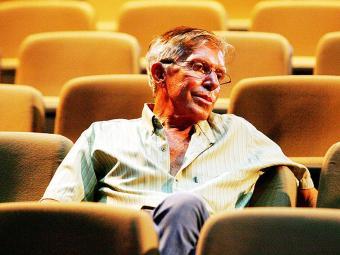 Com cerca de 60 peças no currículo, o diretor afirma que falta uma melhor política para a área teatr - Foto: Marco Aurélio Martins | Ag. A TARDE