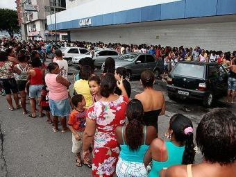 Boatos causam transtornos nas agências da Caixa desde domingo - Foto: Mila Cordeiro | Ag. A TARDE