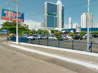 Crime aconteceu no estacionamento do hipermercado - Foto: Reprodução   Google