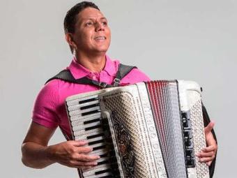 Cantor comemora 17 anos de carreira - Foto: Divulgação