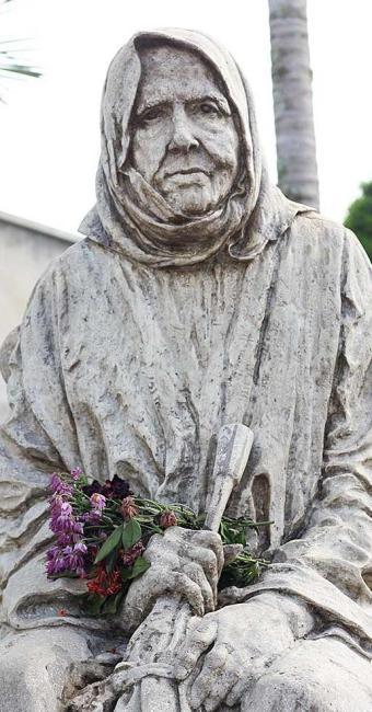 Estátua da Nhá Chica, beata mineira Francisca de Paula de Jesus - Foto: Reprodução