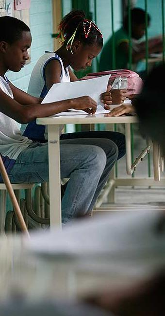 Evasão escolar aumenta a partir do fim do ensino fundamental e começo do médio - Foto: Raul Spinassé | Ag. A TARDE