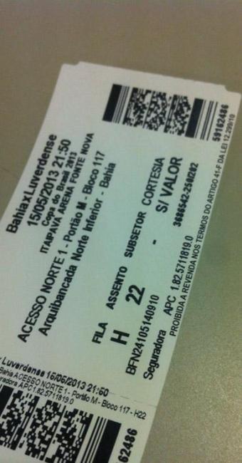 Bilhete de cortesia foi vendido pelos cambistas ao valor de R$ 15 - Foto: André Uzêda / Ag. A TARDE