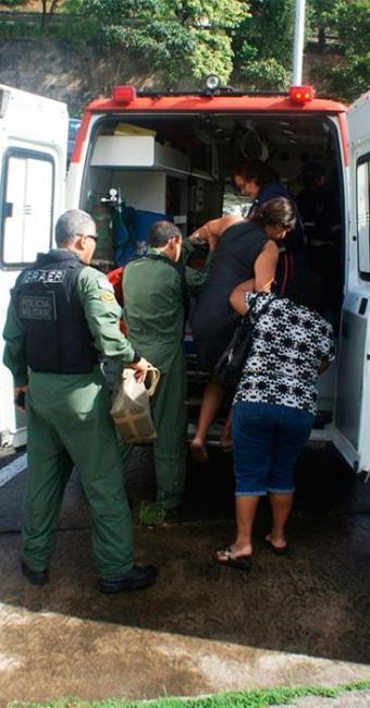 Mulher estava impossibilitada de dirigir-se a uma maternidade devido ao trânsito - Foto: Divulgação   Polícia Militar