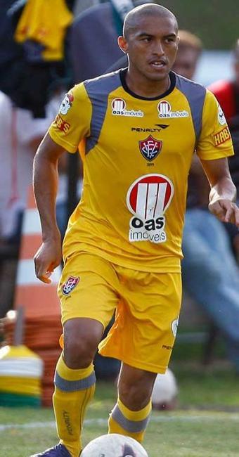 Recuperado de lesão, Nino volta ao time e reforça o Vitória na final contra o Bahia, no Barradão - Foto: Lúcio Távora | Agência A TARDE