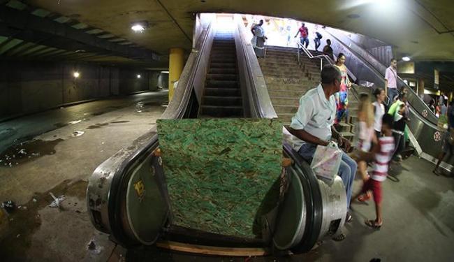Na Estação da Lapa, passageiros reclamam de escadas rolantes quebradas - Foto: Lúcio Távora | Ag. A TARDE