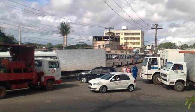 Protesto congestiona trânsito em Pau da Lima - Foto: Edilson Lima | Ag. A TARDE