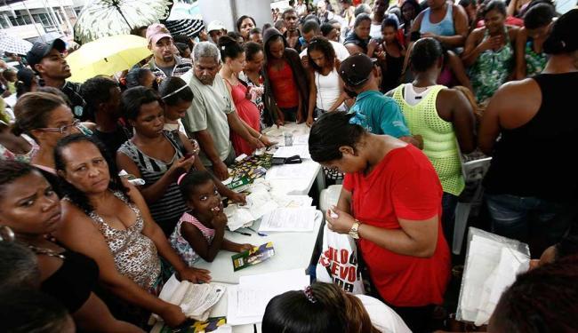 Chuva não afastou população do mutirão - Foto: Luiz Tito | Ag. A TARDE