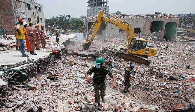 O edifício de 8 andares onde funcionavam cinco fábricas têxteis ruiu no dia 24 de abril - Foto: Agência Reuters