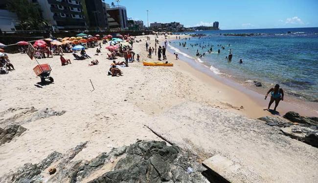 A praia de Ondina é uma das 24 que são impróprias para o banho - Foto: Raul Spinassé | Ag. A TARDE