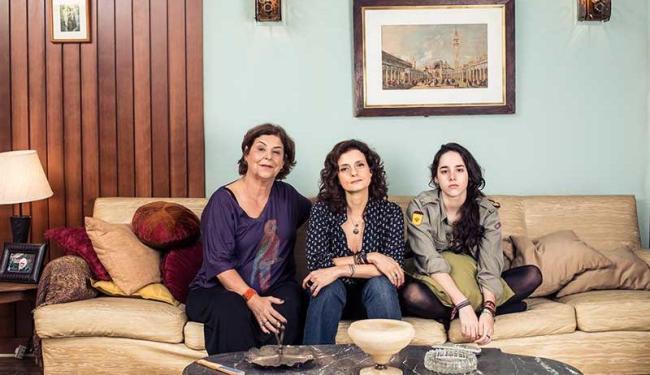 A volta ao humor e aos trabalhos na tv é algo que Denise Fraga (C) esperava ansiosamente - Foto: Jorge Bispo | Divulgação