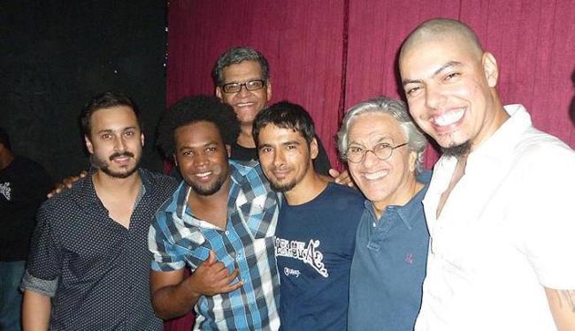 Caetano conferiu a apresentação da banda de rock baiana no Portela Café - Foto: Reprodução / Facebook