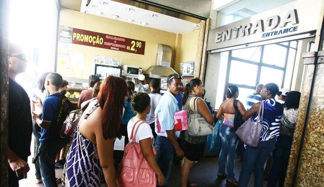 Manutenção em cabines provoca filas no Elevador Lacerda - Foto: Luciano da Matta | AG A TARDE