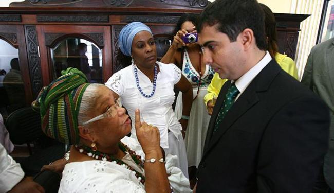 Ebomi Nice, do Terreiro Casa Branca, disse ao vereador Marcell que espera retirada de proposta - Foto: Fernando Amorim | Ag. A TARDE