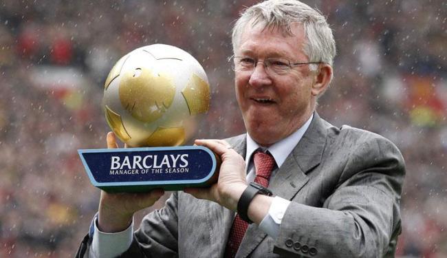 O técnico escocês ganhou 38 troféus nos 27 anos que esteve no comando do time inglês - Foto: Darren Staples / Agência Reuters