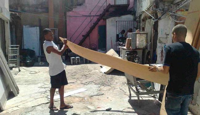 Donos das lojas foram obrigados a retirar equipamentos dos imóveis - Foto: Edilson Lima   Ag. A TARDE