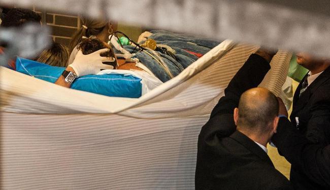 Transferência foi tranquila e o cantor chegou bem ao Hospital Sírio-Libanês, em São Paulo - Foto: Eduardo Anizelli   Folhapress