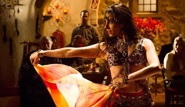 Ayla faz a dança dos véus para reconquistar Zyah - Foto: João Cotta | TV Globo
