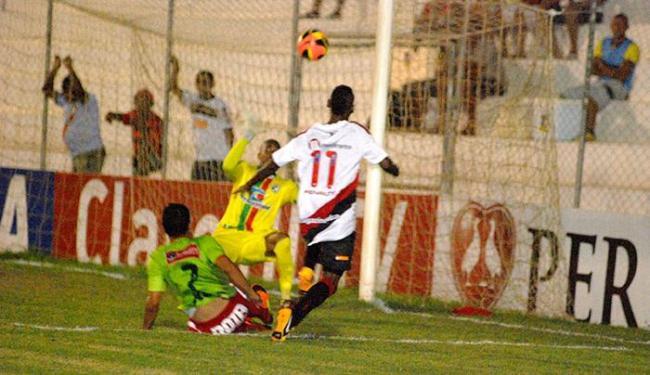 Goleiro Mondragon foi o destaque da partida e garantiu o empate sem gols - Foto: Genival Paparazzi l Ag. BAPRES