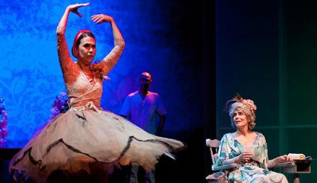 Peça traz memórias de vida de duas senhoras vividas por Maitê Proença e Clarisse Derzié Luz - Foto: Paula Kossat | Divulgação