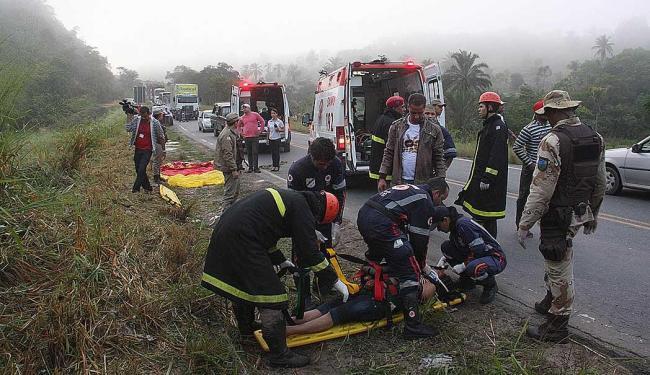 Feridos foram socorridos por ambulâncias do Samu para o Hospital Municipal de Teixeira de Freitas - Foto: Uinderlei Guimarães | Bapress | Estadão Conteúdo