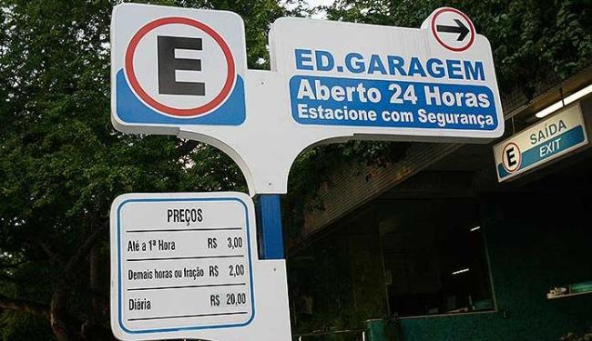 Tarifa cobrada por estacionamentos foi um dos alvos da fiscalização educativa - Foto: Margarida Neide | Ag. A TARDE