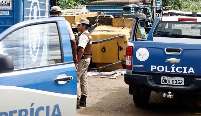 A vítima morta foi atingido por uma empilhadeira e morreu na hora - Foto: Luiz Tito   Ag. A TARDE