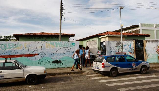 Violência entre alunos e contra professores intensifica a presença da polícia nas escolas - Foto: Margarida Neide | Ag. A TARDE