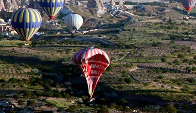 O acidente teria sido provocado por uma colisão entre dois balões - Foto: Agência Anadolu Ajansi