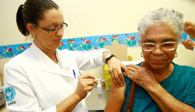 Público mais vulnerável ao vírus, mais de 1 milhão de idosos já foram vacinados - Foto: Margarida Neide | Ag. A TARDE