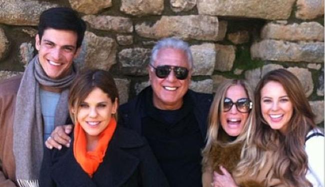 Atriz aparece ao lado dos colegas Antônio Fagundes, Paola Oliveira, Bárbara Paz e Mateus Solano - Foto: Instagram | Reprodução