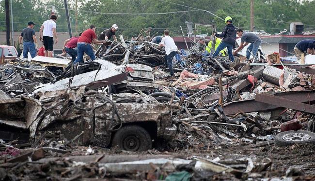 Equipes procuram por sobreviventes - Foto: Agência Reuters